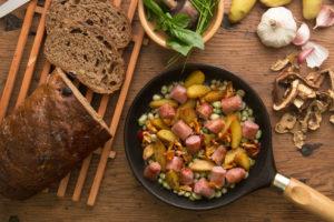 Longaniza Pueblo Serrano con habas y verduras