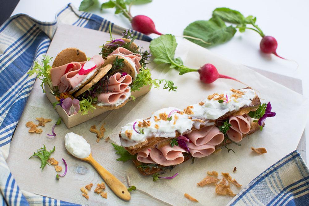Galleta de romero con crema de queso y Delisandwich sabor Cangrejo