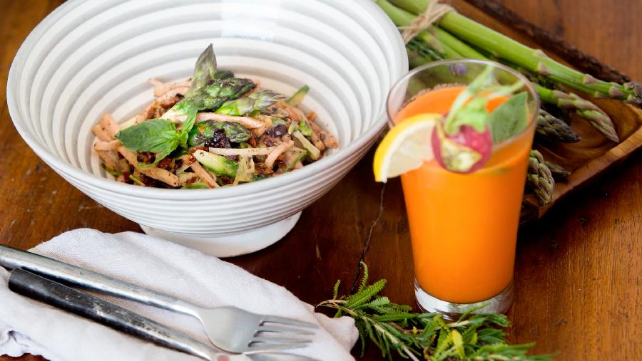 Espaguetis de espárragos con Pechuga de Pavo a las Finas Hierbas de Un Momento y Listo