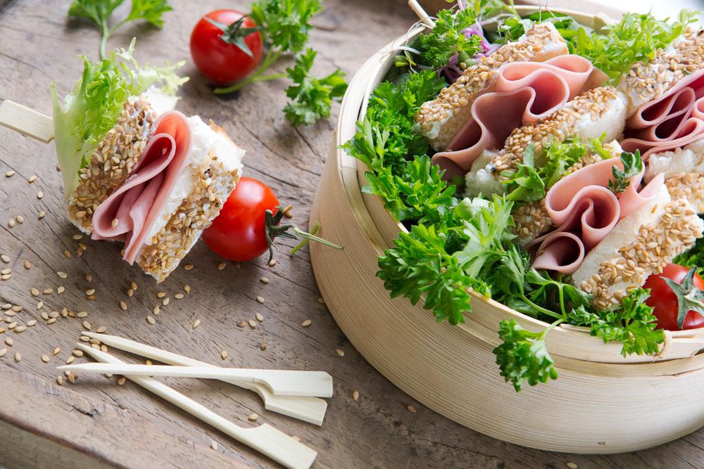 Brochetas de sándwich de Mortadela de Pavo