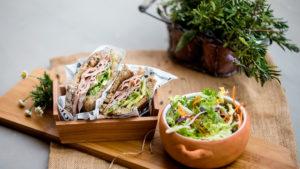 Sándwich integral con Pavo Trufado y aguacate
