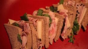 Sándwich de Pavo Trufado con lechuga y aliño de miel y mostaza