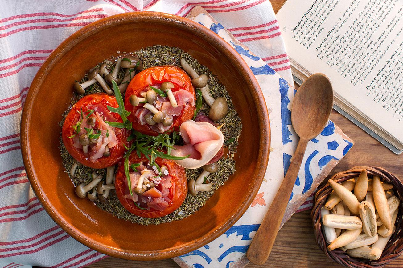 Tomates rellenos con Jamón Serrano
