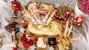 Tabla de fiambres Pavo Serrano con hogaza rellena de queso