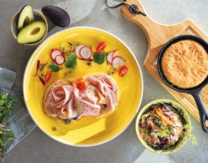 Tortitas de Pavo con Huevo y Pistachos, ensalada de manzana verde y col roja