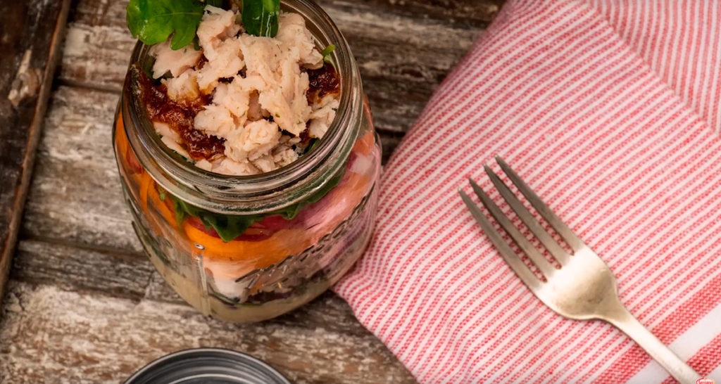 Ensalada en tarro de Hummus con Toppings de Pechuga de Pavo sabor Natural
